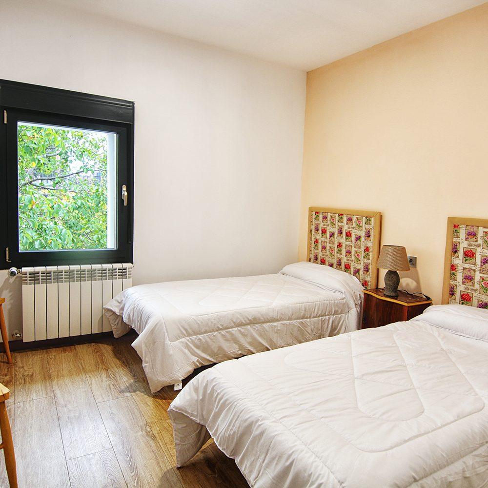 Habitacion-2-camas-Guardes-Sierra-Baja-Otero-de-Herreros-Segovia