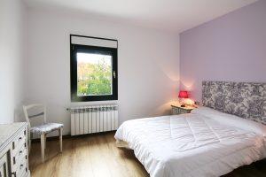 cama-de-matrimonio-casa-rural-el-Guardes-de-Sierra-Baja-Otero-de-Herreros-Segovia