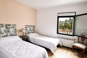 Habitacion-doble-casa-rural-el-Guardes-Sierra-Baja-Otero-de-Herreros-Segovia